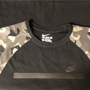 Nike tee with camouflage and 3/4 sleeve